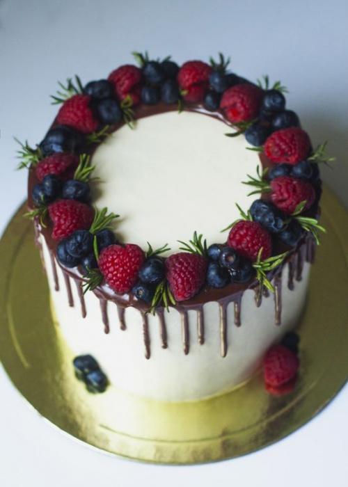 Украшение торта фруктами и ягодами в домашних  24